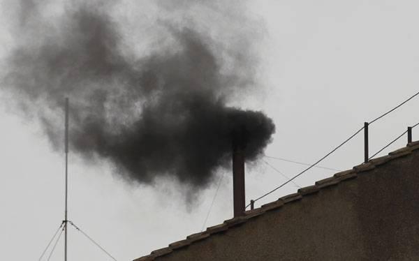 Fumata negra tras tercera votación del cónclave sin éxito