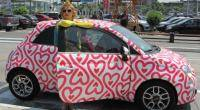 Agatha Ruiz de la Prada elabor este diseo especial para un auto