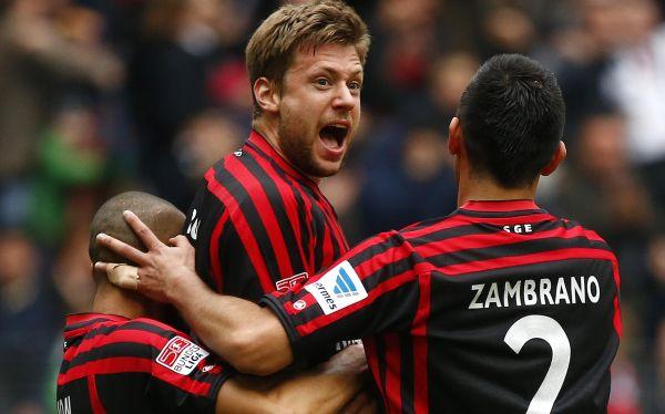 Eintracht con Zambrano derrotó al Düsseldorf y se acerca a la Champions