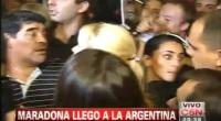 Maradona apedre a periodistas en su regreso a la Argentina 