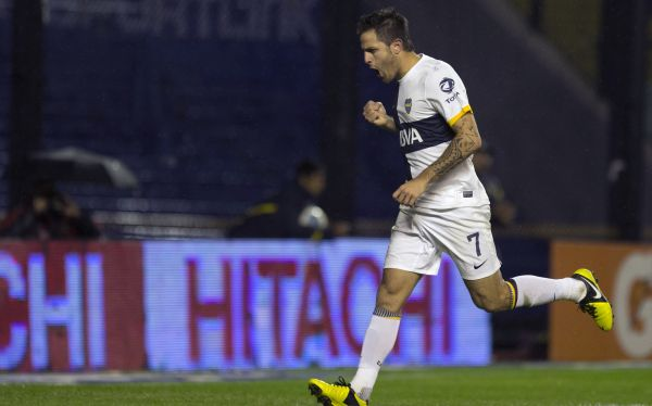 Juan Manuel Martnez anot el gol de la victoria para Boca Juniors. (Foto: AP)