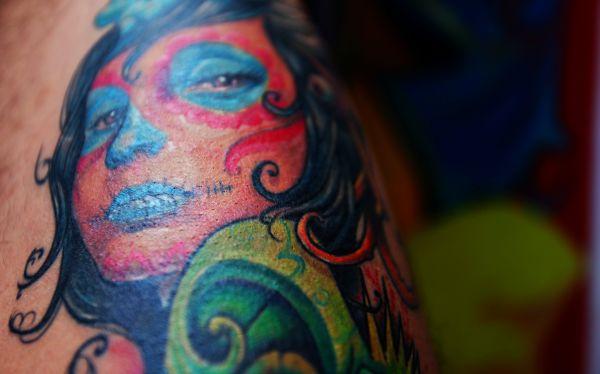 Personas con tatuaje o piercing sí pueden ser donantes de sangre
